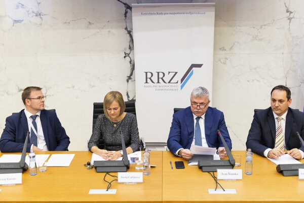 Juraj Kotian, Anetta Čaplánová, Ivan Šramko and Viktor Novysedlák of the Council of Budget Responsibility