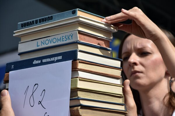 Slovaks prefer paper books to e-books.