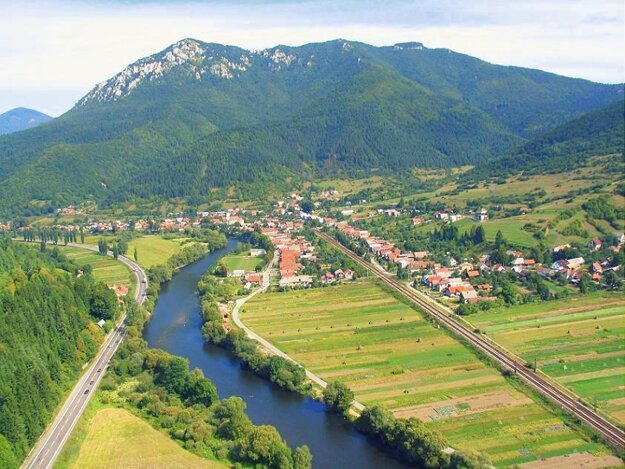 The village of Stankovany in northern Slovakia lies at the foot of Šíp peak.
