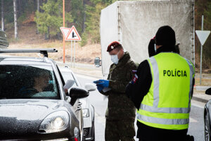 Police officers and soldiers jointly check vehicles on the Slovak-Czech border crossing of Makov/Bíla-Bumbálka on March 11, 2020.