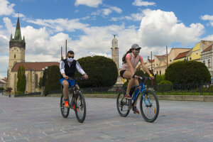 People cycling in Prešov