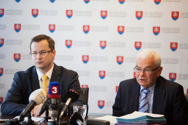 Education Minister Juraj Draxler (l) and Ľubor Fišera (r)