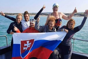 Slovak female swimmers swam across the English Channel, from England to France, in September 2020.