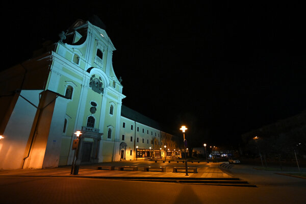 Night curfew is still on (Prievidza, March 16).