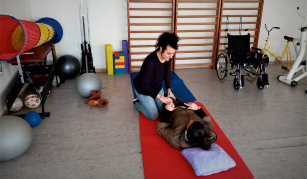 Arancha provides physiotherapy for 30 patients who suffer from different disabilities.