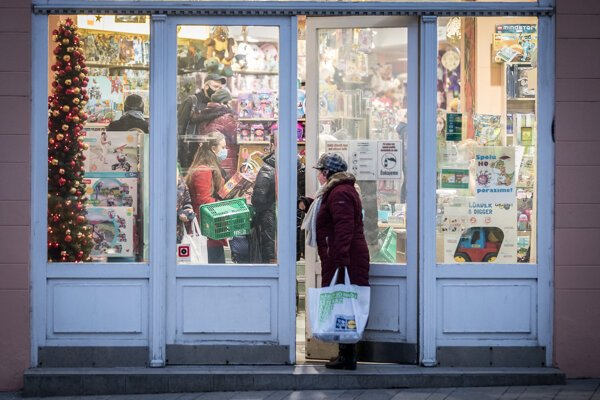 People in Slovakia were allowed to go shopping before Christmas lockdown.