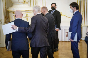 SaS ministers leaving presidential palace after resignation.