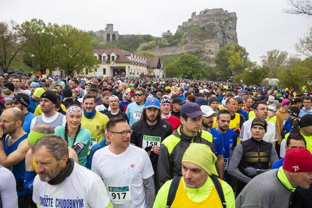 Prvý závod Devín - Bratislava sa konal 24. apríla 1921. Odvtedy z neho vyrástlo populárne bežecké podujatie.  Kvôli epidémii bola prenesená do 24. októbra tohto roku.