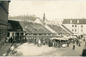 The bread market that used be held on the place where the Old Market Hall now stands.