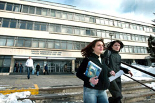 UMB offers dozensof study programmes taught in foreign lenguages at all three lewels at higher education