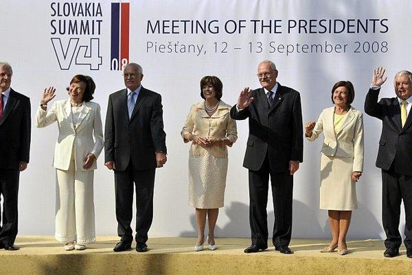 From the left, Hungary's President László Sólyom, Czech President Václav Klaus, Slovakia's President Ivan Gašparovič , and Poland's President Lech Kaczynski.