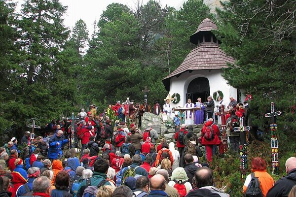 Hundreds gathered at a Mass commemorating those who have died in the mountains.