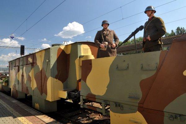 """""""Soldiers"""" operating the Štefánik armoured train."""