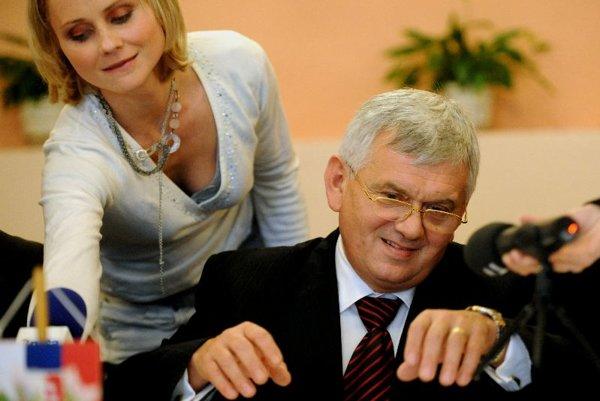 Economy Minister Ľubomír Jahnátek