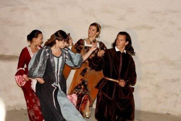 Period dances will be taught in Banská Štiavnica.