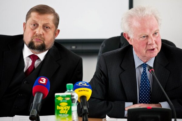 Supreme Court President Štefan Harabin (left) and Lord Justice John Thomas.