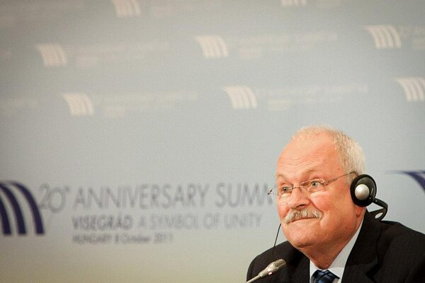 In the end, President Gašparovič will not represent Slovakia in Brussels on October 23.