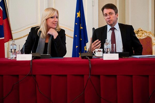 Iveta Radičová, pictured here with Ivan Mikloš, said further belt-tightening would not be at the expense of citizens.