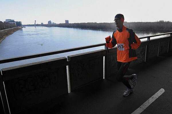 One of the hundreds of runners on the Old Bridge on New Year's Eve.