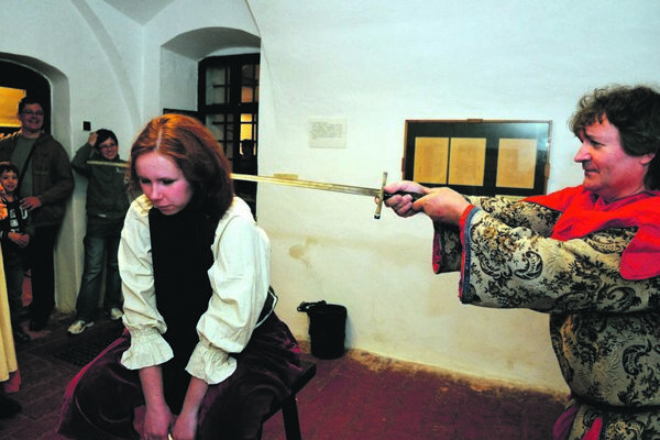 An execution is re-enacted at Miklušova väznica (Mikluš' Prison) in Košice.