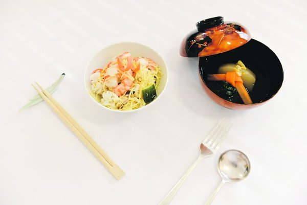 A serving of chirashi sushi and soup.
