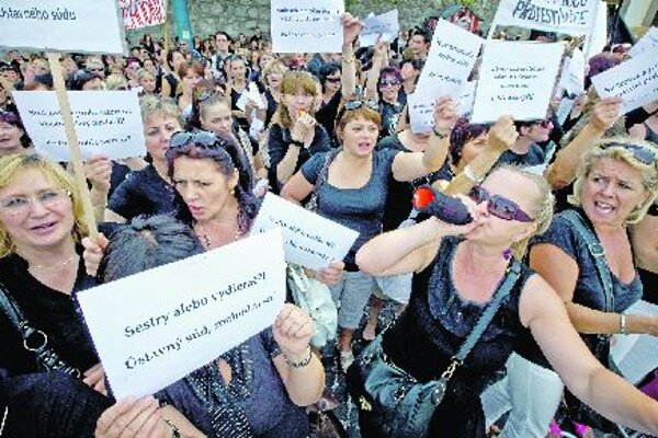Nurses rally for higher salaries.