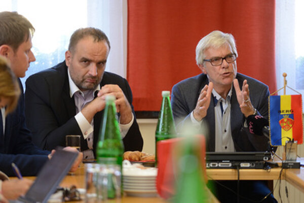 Bratislava Self-Governing Region head Pavol Frešo and Berg mayor Georg Hartl