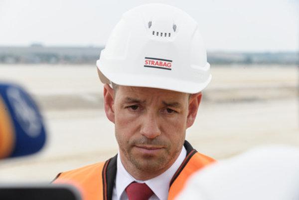 Viktor Stromček announces news about Jaguar Land Rover and the Nitra industrial park.