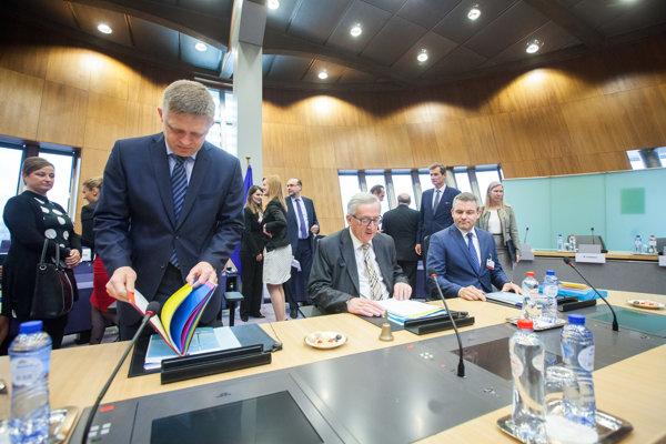 l-r: PM Robert Fico, EC President Jean-Claude Juncker, Deputy PM for Investments and Informatisation Peter Pellegrini