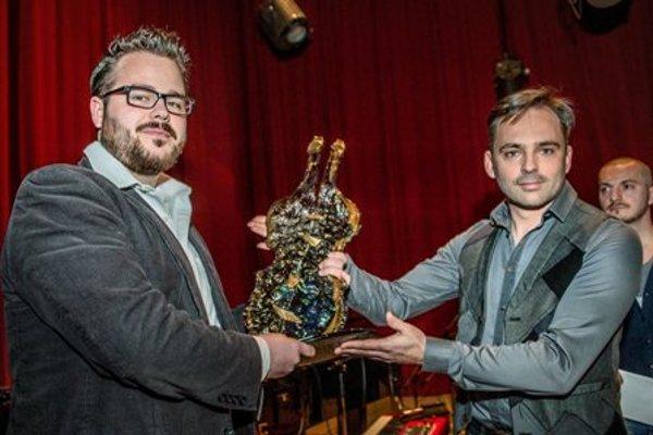 Awarding the Esprit prize for Slovak Jazz album (R-organiser Boris Čellár, L-winner Lukáš Oravec