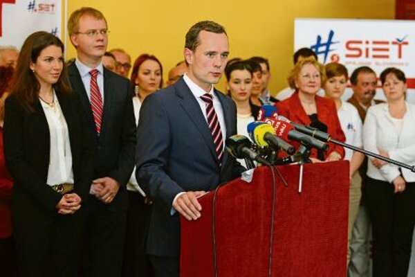 The Sieť party' s success in the polls suggests that voters want something new.