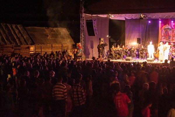 Concert in the Lenartov settlement