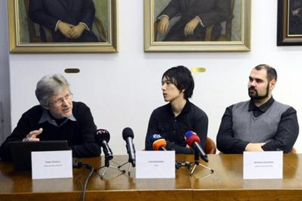 Press briefing on invisibility cloak at SAV, January 19. Left to right Fedor Gömöry (SAV), Yoh Nagassaki (NASA) and Mykola Soloviov.
