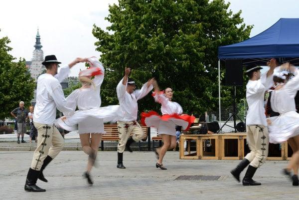 Folklore ensemble Lúčnica