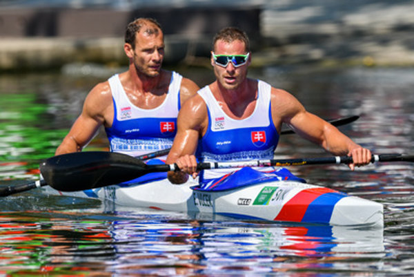 L-R: Tarr and Vlček in kayak sprint semi-finals at Rio Olypics.