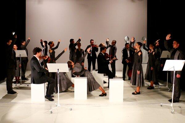 FineTuning performance of Ifjú Szivék ensemble in Avignon, France