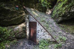 Entrance to the Brestov Cave