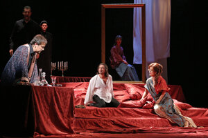 Tosca in State Opera: L-R Šimon Svitok (Scarpia), Paolo Lardizzone (Cavaradossi), Jolana Fogašová (Tosca)