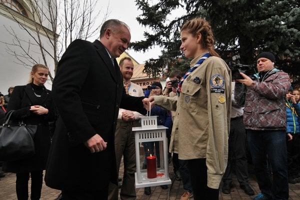 President Andrej Kiska taking over light from Bethlehem from Slovak scouts.