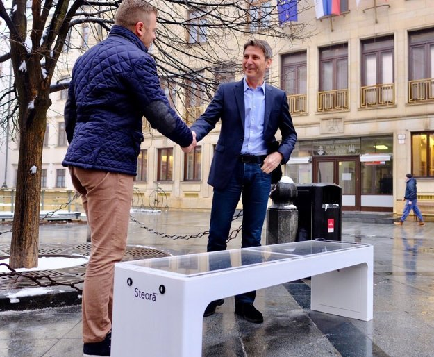 Bratislava Mayor Ivo Nesrovnal (right) and Igor Salopek of Power Mode introduced the smart bench.