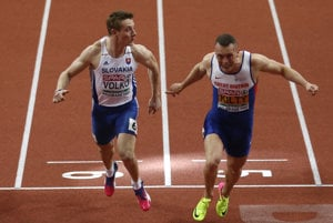 Britain's Richard Kilty (r) crosses the finish line to win the the men's 60-meter final ahead of second place Slovakia's Jan Volko (l).