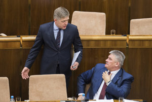 PM Robert Fico (L) with the Labour Minister Ján Richter facing a no-confidence vote he survived.