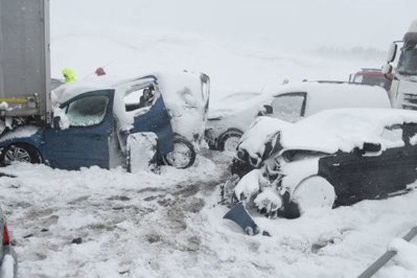 Chain accident on D1 highway near Poprad blocked the traffic.