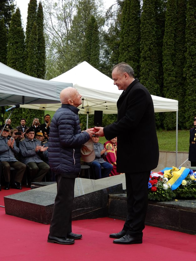President Andrej Kiska at the commemorative event bestowed a state awards to four war veterans. Nikolai Alexandrovich Melnikov received the award in person.