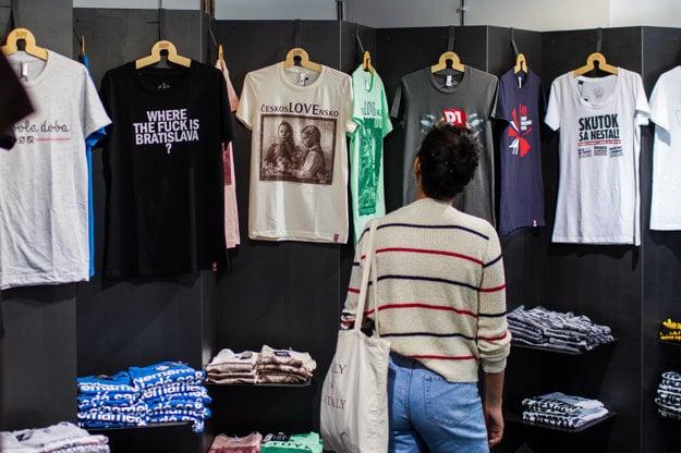T-shirts by Kompot.