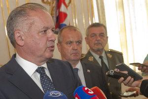 L-R: President Andrej Kiska, Defence Minister Peter Gajdoš and Chief of General Staff of Slovak Army Milan Maxim.