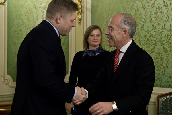 Slovak Prime Minister Robert Fico and Enel CEO Francesco Starace, from left