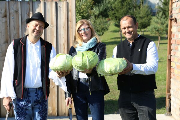 The head of the Mast Food Association Jozef Fabian with Agriculture Minister Gabriela Matečná, from left.