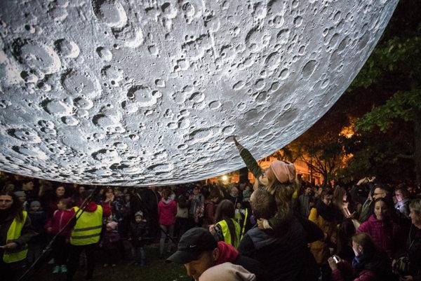 Museum of the Moon by Luke Jerram in Medická Záhrada
