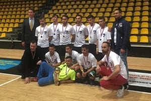 US Ambassador Adam Sterling poses with the victorious Roma players from Humenne and Moldava nad Bodvou.